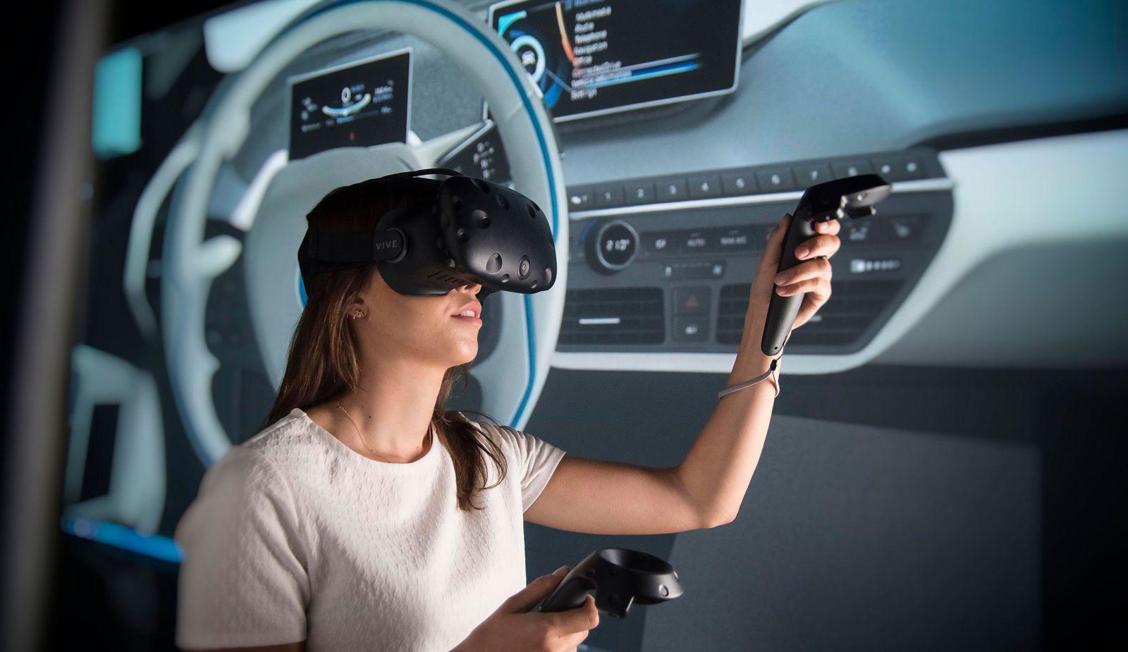 women using virtual reality